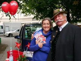 Dorothea Palenberg genießt die bayrische Folklore | Bundestagswahlkampf 2017