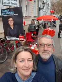 Dorothea Palenberg und Wolfgang Püschel beim Infostand am Bauernmarkt | Landtagswahlkampf 2018